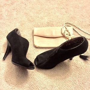 Black ankle peep toe  booties 5W